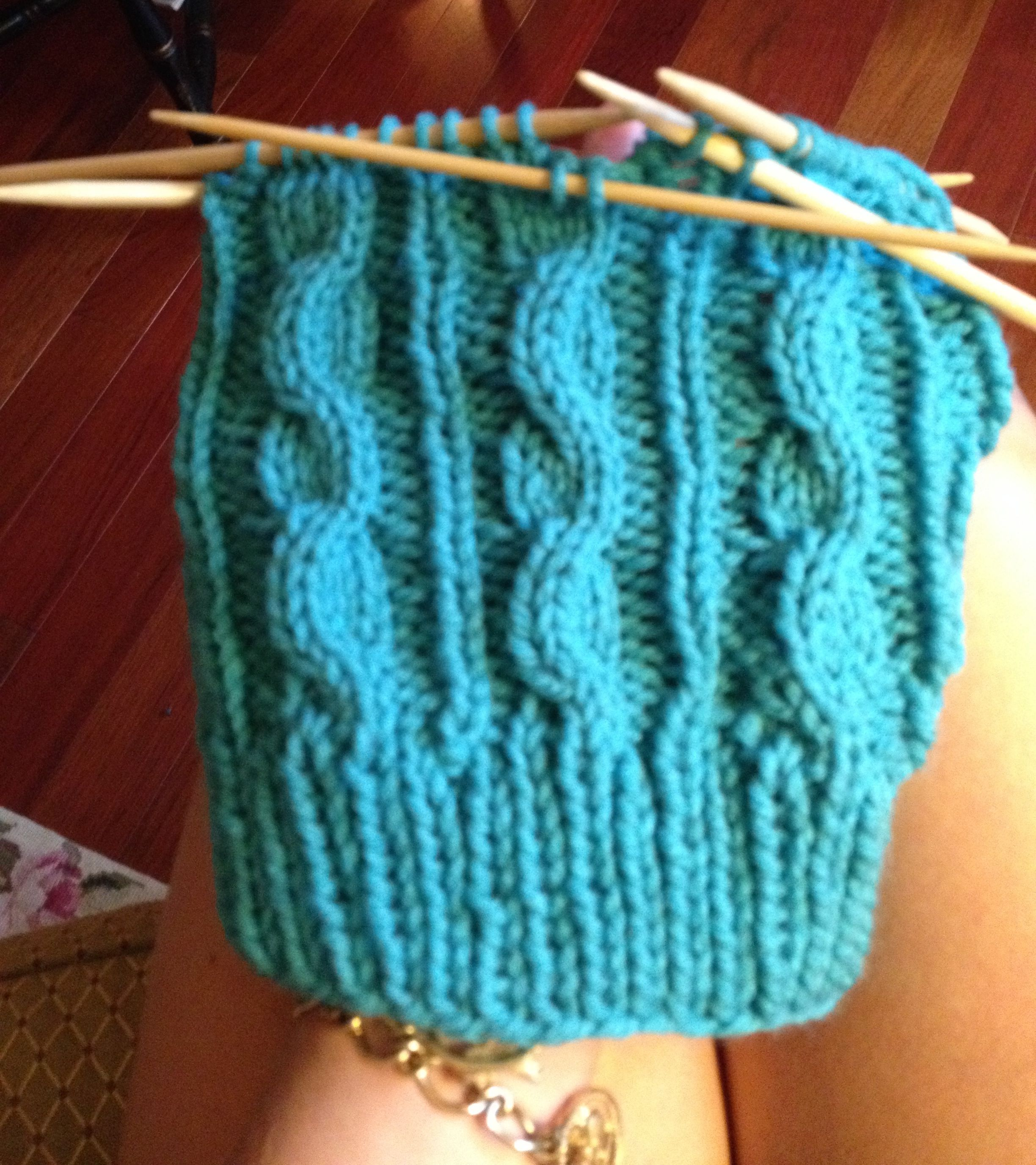 Knitting Cable Stitch In The Round : Cable Knit Hat Free, Easy Pattern Knit and Crochet